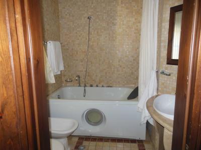 アルバニアでは珍しく浴槽付きです
