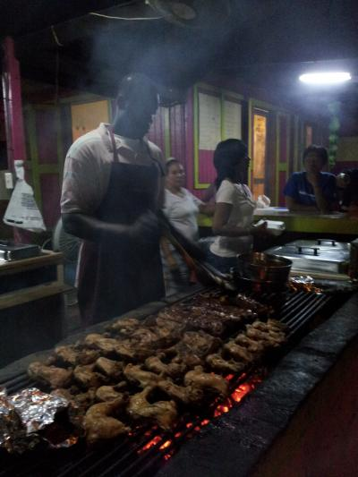 BBQ屋台が地元民には人気です。