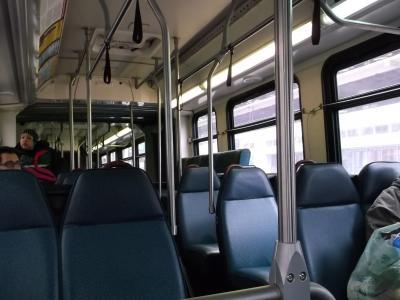 このバス昼間はダウンタウン内無料、夜間は料金が高い