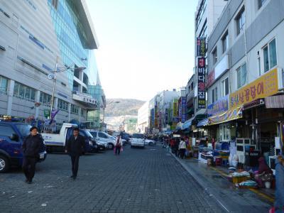 チャガルチ市場のビルは内装工事中です。(2012/11/27現在)