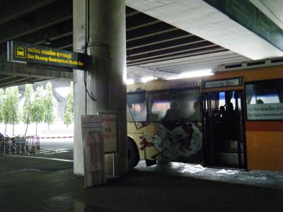 スワンナプーム空港とドンムアン空港間のシャトルバス