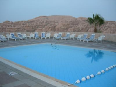 ホテル内のプールから眺められる壮大な風景