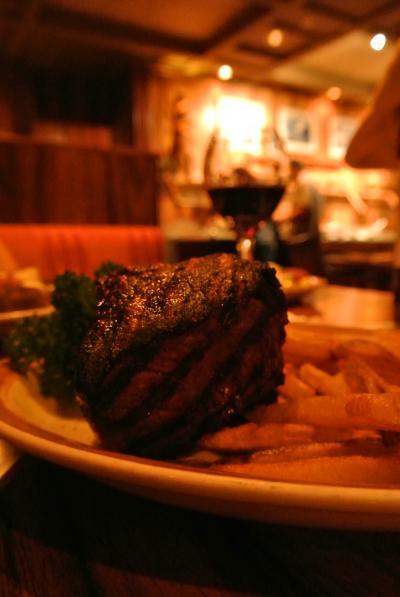 分厚くおいしいステーキはこのお店!