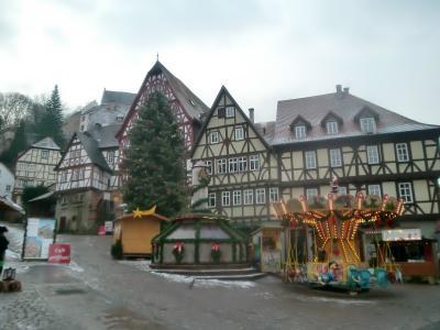 木組みの家群の小さな美しい広場