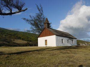 ひっそり佇む白い教会