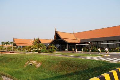 カンボジアらしい空港の印象でした。
