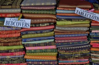きれいな色のカンボジア雑貨