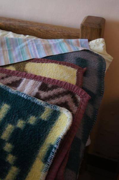 毛布4枚重ねはズッシリ重い…
