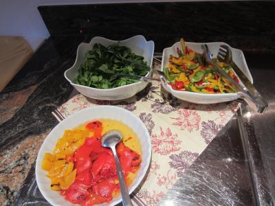 夕食のサラダビュッフェ