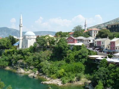 モスタルを代表するイスラム寺院(モスク)です