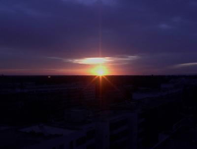 部屋から見た夕陽です