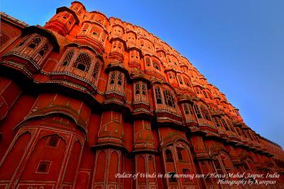 ジャイプールのハワーマハル(風の宮殿)は朝がおすすめ。