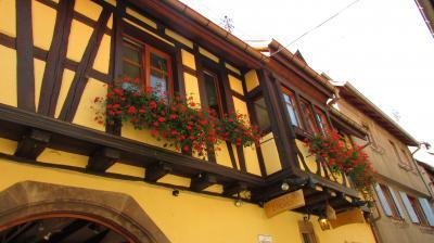 お店(2階はアパートメントホテル)の外観
