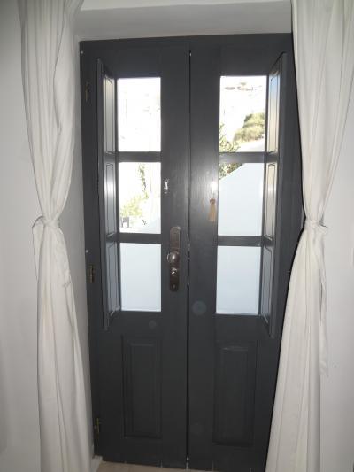 部屋から見たドア