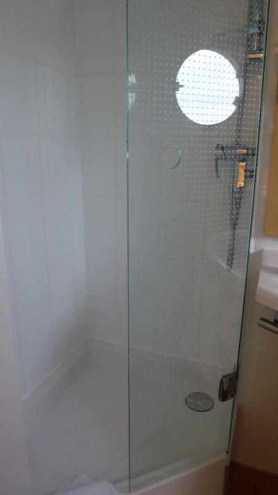 シャワースペースのガラスドア