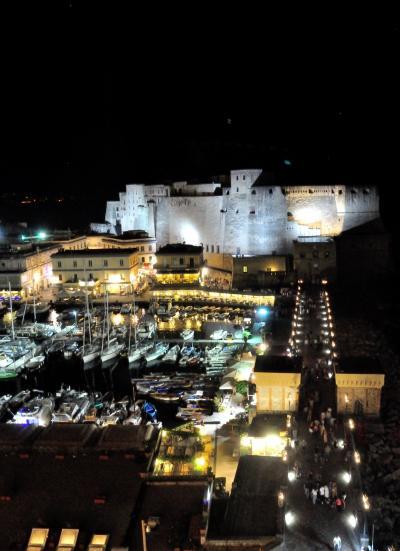 卵城が真ん前という最高のロケーションのホテル