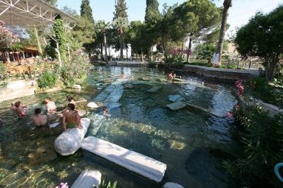 遺跡の中で温泉(プール)に入りたい?