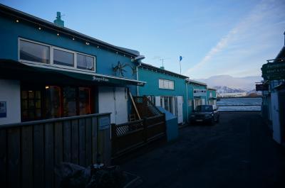 海沿いに立つカワイイ倉庫街のお店!