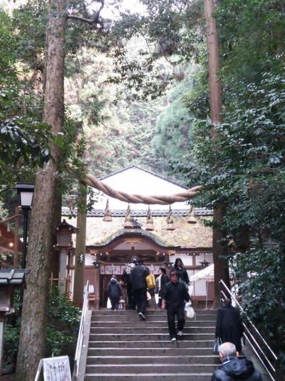 御神水で有名な狭井神社