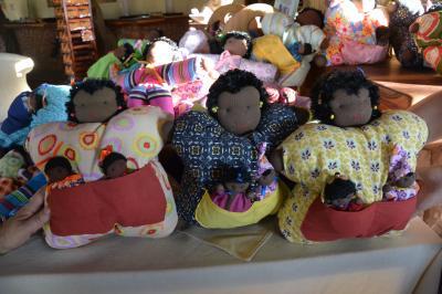 売店で売っている手作り人形