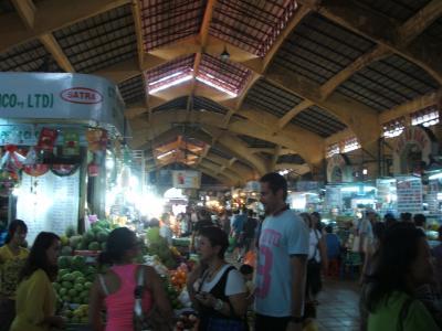 ホーチミンで一番大きな市場
