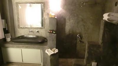 寝室の後にはバスルームがこれまた広々です。