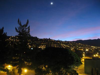 5階の自分の部屋の窓からクスコの街や周囲の山を見晴らせました