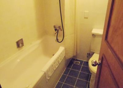 浴槽は足が延ばせます