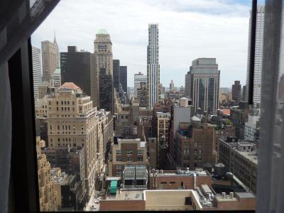 34階建ての32フロア。マンハッタンの摩天楼と目線が同じだ。