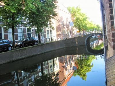 窓の下は運河