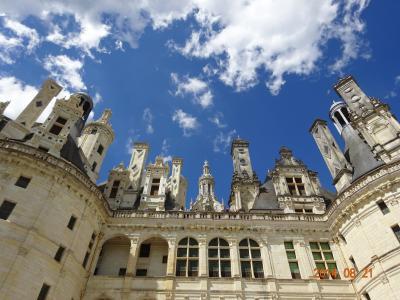 駐車場有料、さすがの大きく立派なお城ですが、古城というイメージではなく…