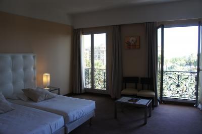 海岸に近く、部屋も広いです。