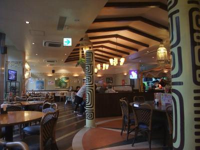 南国ムードの空港レストラン