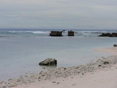 白い砂、透明な海