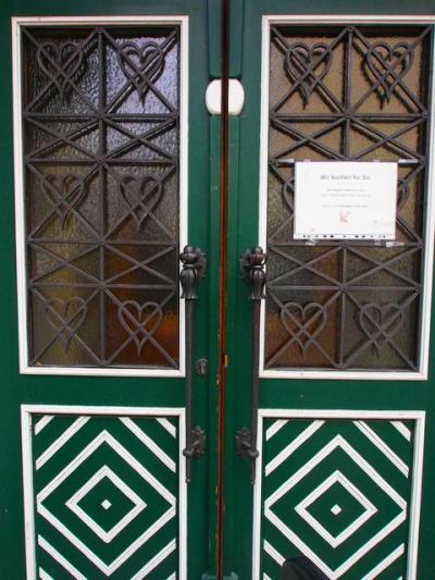 こちらの伝統的な柄でしょうか?よく見かけた可愛いドア