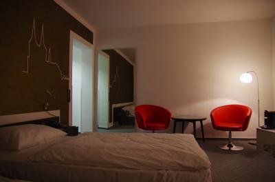 室内の広さとシンプルな色使いが好き