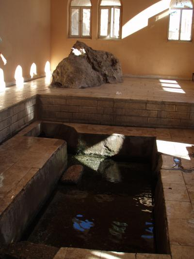 ホテルの目の前のモーセの泉
