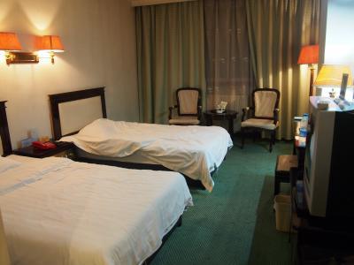 シンプルなお部屋。古いですがきれいでしたよ。
