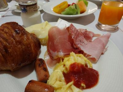 朝食はバイキング形式でした
