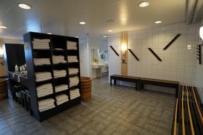 清潔で設備の整ったシャワー・サウナルーム