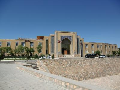 ウズベキスタンらしい外観です。