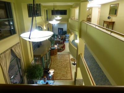 5階から見た3階フロントの様子