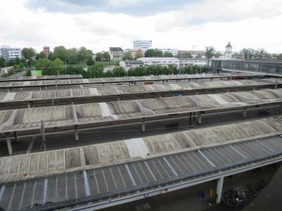 窓からはハイデルベルク中央駅