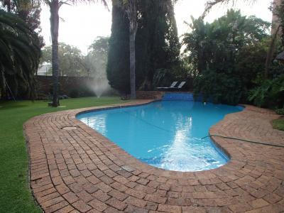 プールもありますが、標高が高いので泳ぐ人いるのかな?