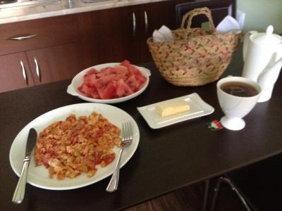 そして運ばれた朝食。このオムレツが美味しいんですよ!