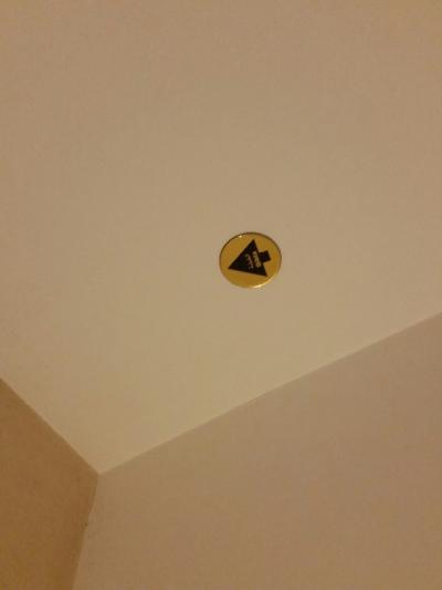 天井にはメッカの方向を示す矢印!お祈りに必須