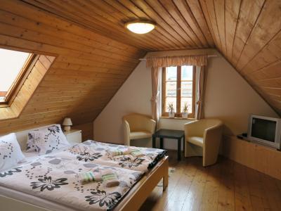 最上階の部屋は、ロッジ風でいい感じ。