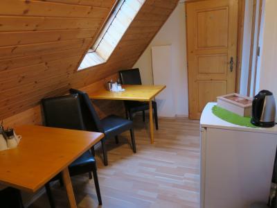 最上階の部屋は、共用スペースをはさんで2部屋。