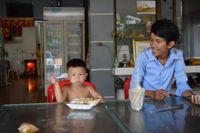 右のオーナーの息子は私が以前来た時には左のオーナーの孫くらい
