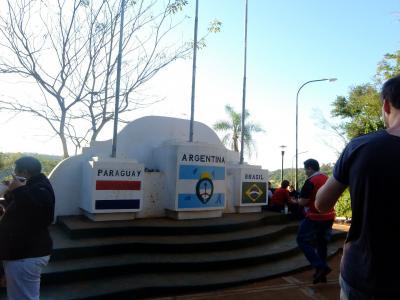 アルゼンチン,ブラジル,パラグアイの3国国境地点で碑がある